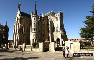 palacio episcopal astorga 300x193 Camino de Santiago
